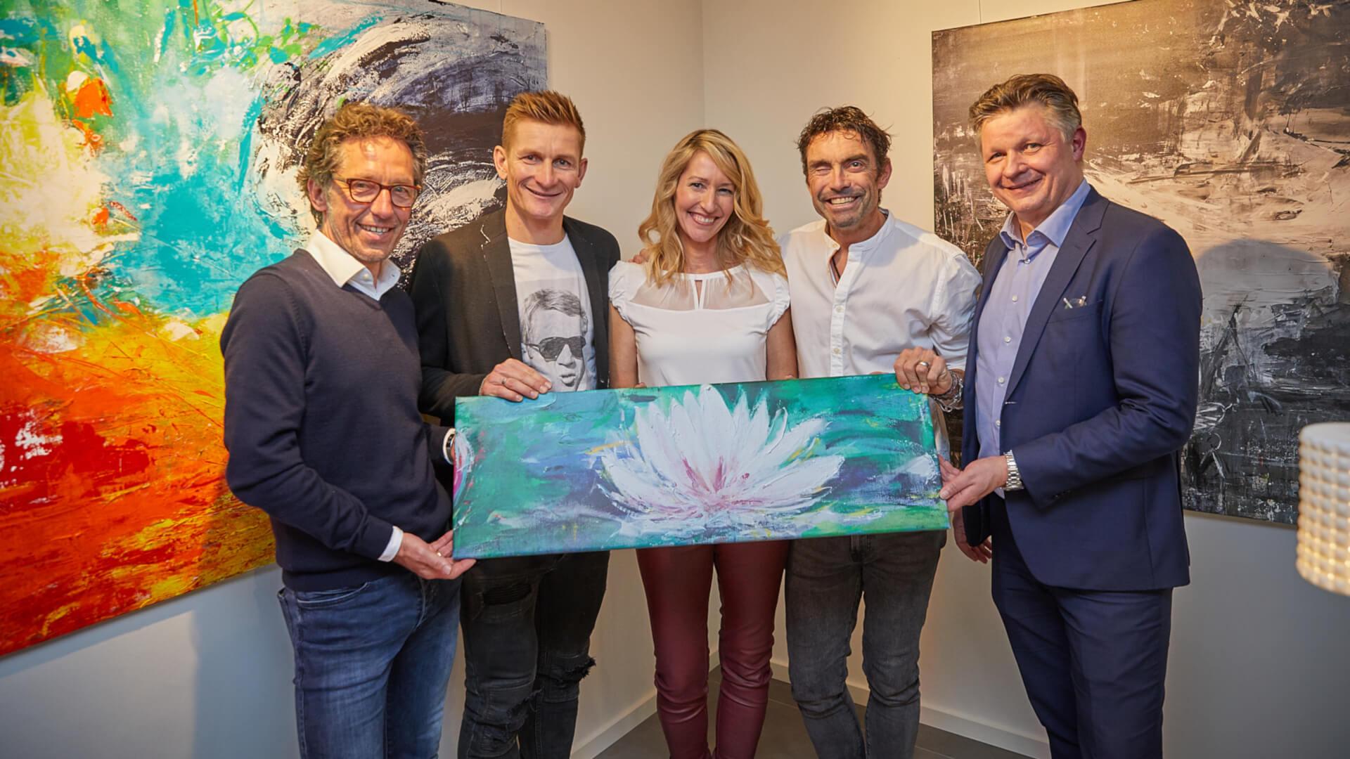 Gruppenfoto Vernissage mit Karsten Migels Andre Greipel Marcel Wüst Prof. Dr. Jessen